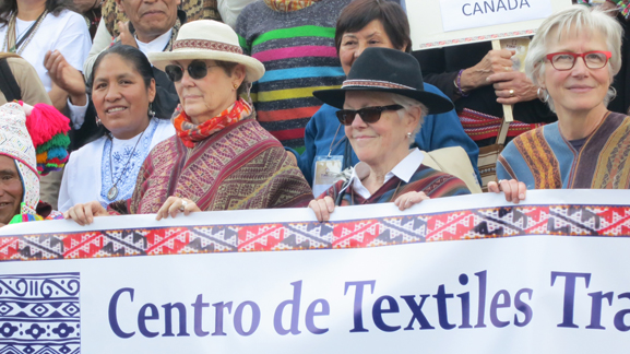 Tinkuy de Tejedoras began with a grand parade in Cusco. Here, Nilda Callanaupa and Marilyn Murphy join members of Andean Textile arts to lead the throng.